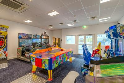 Explorers hotel at disneyland paris magny le hongre - Explorer hotel paris swimming pool ...