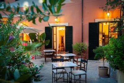 Petit Hotel Alaro imagen