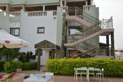 Hotel le luxe bourg lome togo wonyom for Reservation hotel luxe