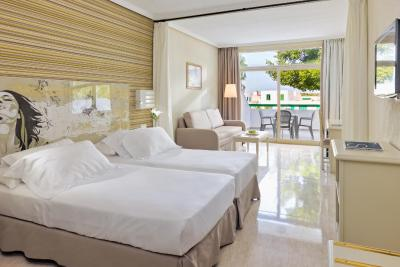 Hotel h10 lanzarote princess playa blanca spain for Muebles yaiza