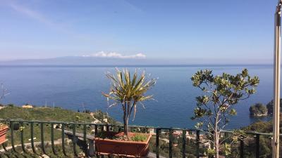 B b la terrazza sul mare taormina italia taormina - La finestra sul mare taormina ...