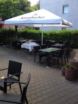 hotel hausener dorfkrug deutschland frankfurt am main booking com