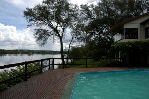 Kayube River House and Bungalows