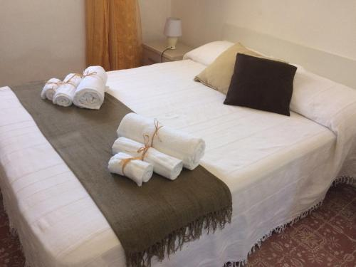 A bed or beds in a room at Dammuso del Professore