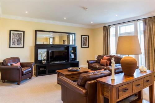 Cameron Club Two Bedroom Golf View Mansion House Apartment L113
