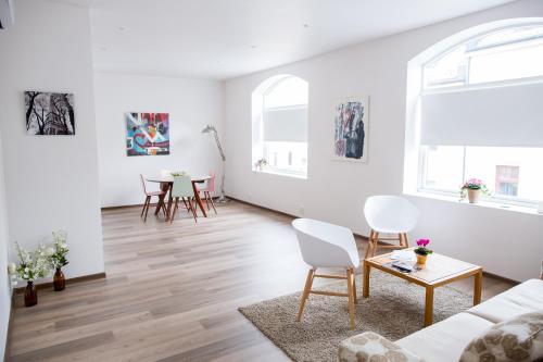 Modern 2-bedroom apt.