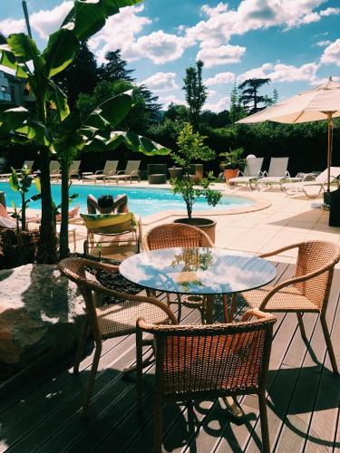 Het zwembad bij of vlak bij Hotel La Chaumette
