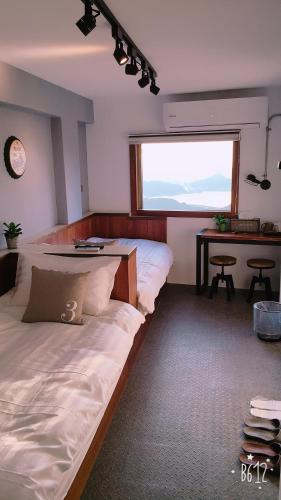 A bed or beds in a room at Jiufen Hui Ming Homestay III