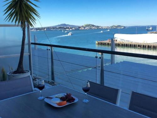 Princes Wharf - Luxury 2BR Penthouse with Amazing Views