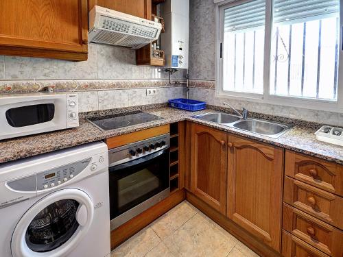A kitchen or kitchenette at Marina d'Or ® Apartamentos Turísticos Marina d'or 2ª Línea