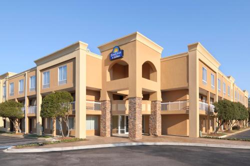 Days Inn and Suites Greenville
