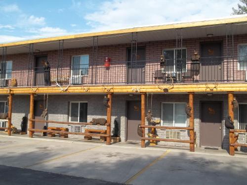 Budget Host Elk Antler Inn
