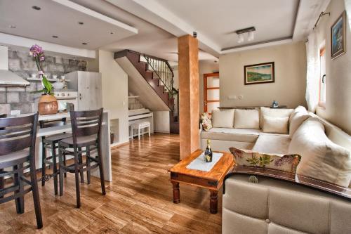 Rooms & Apartments Villa Romantica