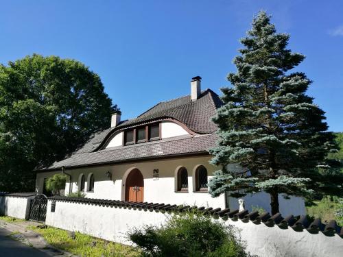 Longmen Mountain Villa