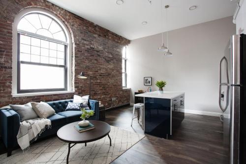Four-Bedroom on Hamilton Place Apt 507