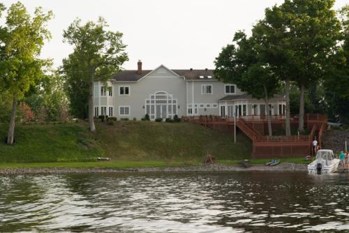 Oneida Lake House