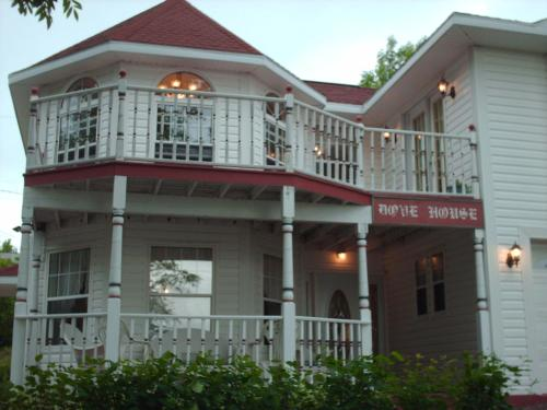 Aaron's Dove House Bed & Breakfast Harbourside