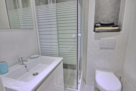 Salle de bains dans l'établissement Studio au calme entierement renove