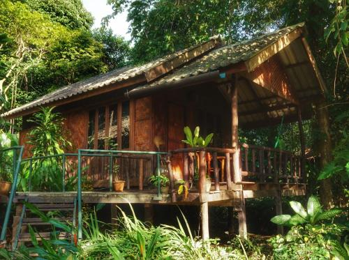 Khaosok Riverside Cottages