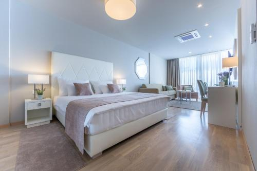 Apartments & Rooms Preelook