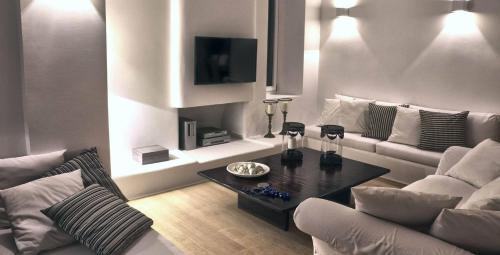 A seating area at Villa Delilah by Elite Estates