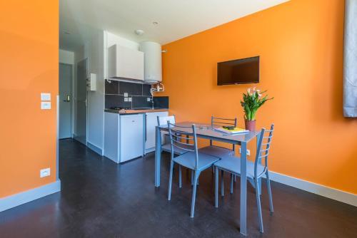 Cuisine ou kitchenette dans l'établissement Studio Montagne - ANNECY DREAM