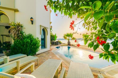 Signature Luxury Holidays - Five Bedroom Villa - Sea Breezer