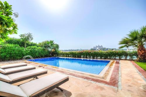Signature Luxury Holidays - Six Bedroom Villa Frond F