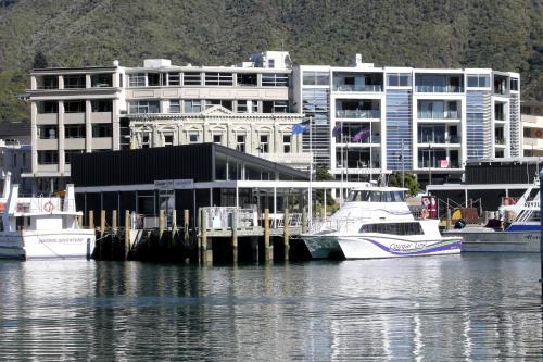Oxley's Sub Penthouse Luxury Apt