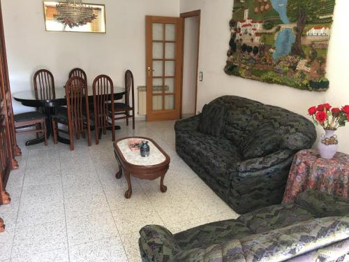 A seating area at Apartamento Nieves