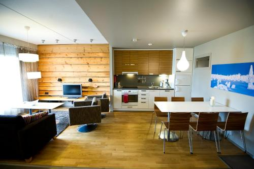 A kitchen or kitchenette at Levi Suites Levin Klubi