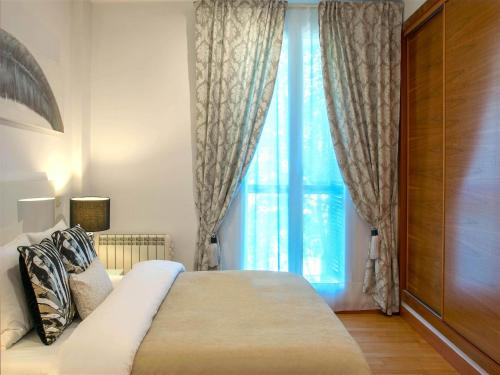 A bed or beds in a room at Elite Madrid