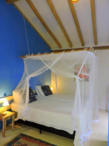 A bed or beds in a room at Pousada San Antonio Cajueiro
