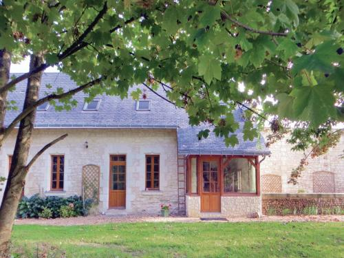Holiday home Neuillé with a Fireplace 441
