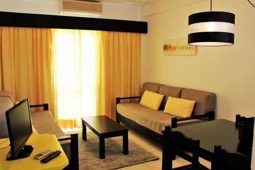 A seating area at Aparthotel Calema Avenida Jardim