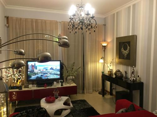 A television and/or entertainment center at RICHard´s apartment - relaxing stay