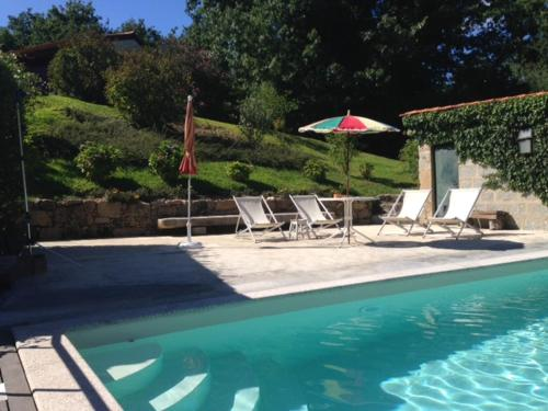 The swimming pool at or near Castelo Do Castro