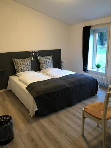 En eller flere senge i et værelse på Motel Nordsøen