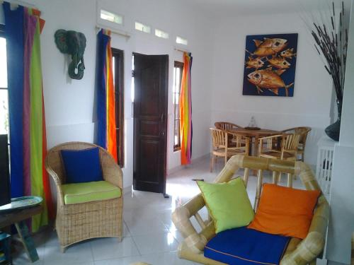 Tek - Ni -Color House