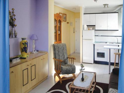 A kitchen or kitchenette at Apartment C/Beniajan 16, Planta