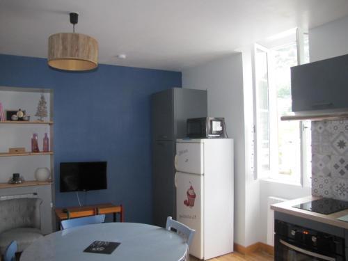Cuisine ou kitchenette dans l'établissement Appartement de charme à la montagne