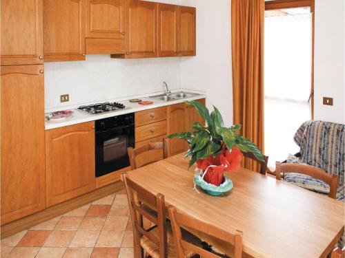 A kitchen or kitchenette at Bilocale II