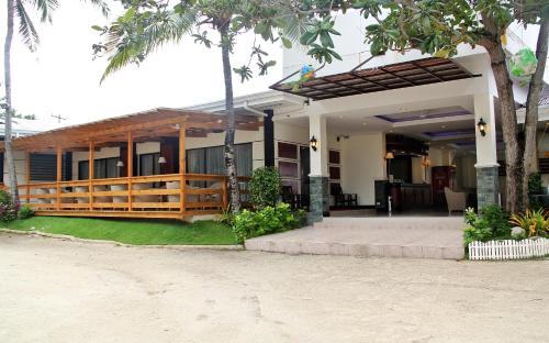 BlueFins Resort
