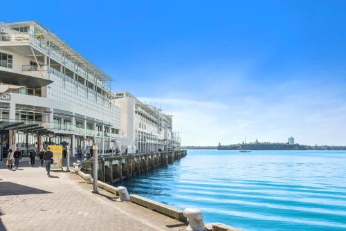 Princes Wharf Waterfront - Comfortable Luxury