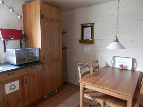 A kitchen or kitchenette at La Galerne