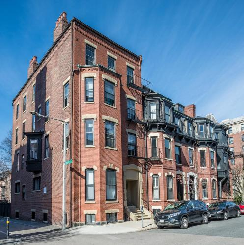 14 Gloucester St #2B by Lyon Apartments