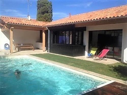 House Maison avec piscine a deux pas de la plage et de st gilles croix de vie