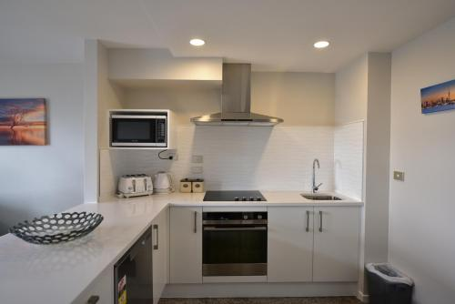 A kitchen or kitchenette at Epsom Apartments