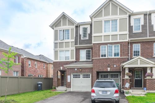 Beautiful Townhome In Peaceful Neighbourhood