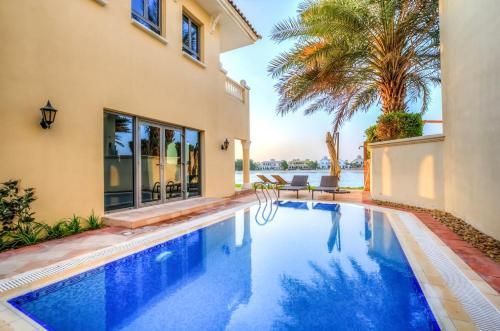Signature Luxury Holidays - Garden Foyer Seaview